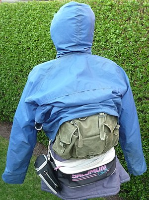 Cagoule - Image: Peter Storm vintage cagoule rear with bags