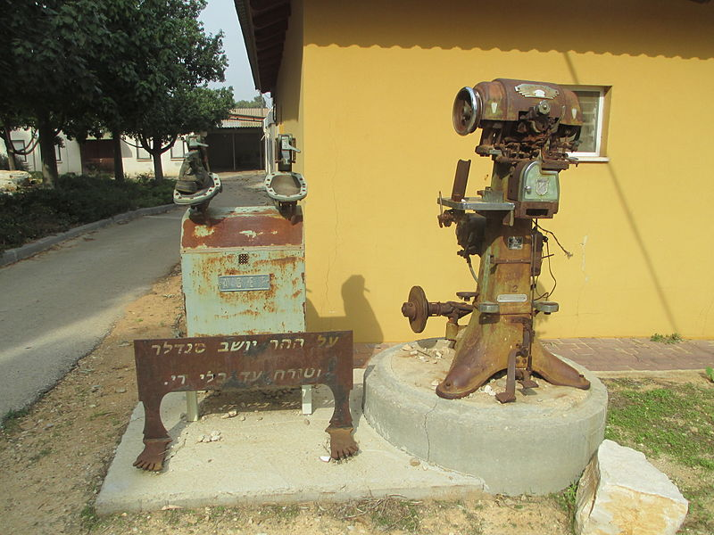 מכונות מהסנדלריה ברמת הכובש