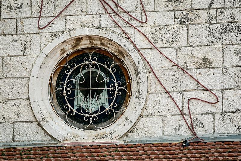 רמלה -  סמל צלב על כנסייה