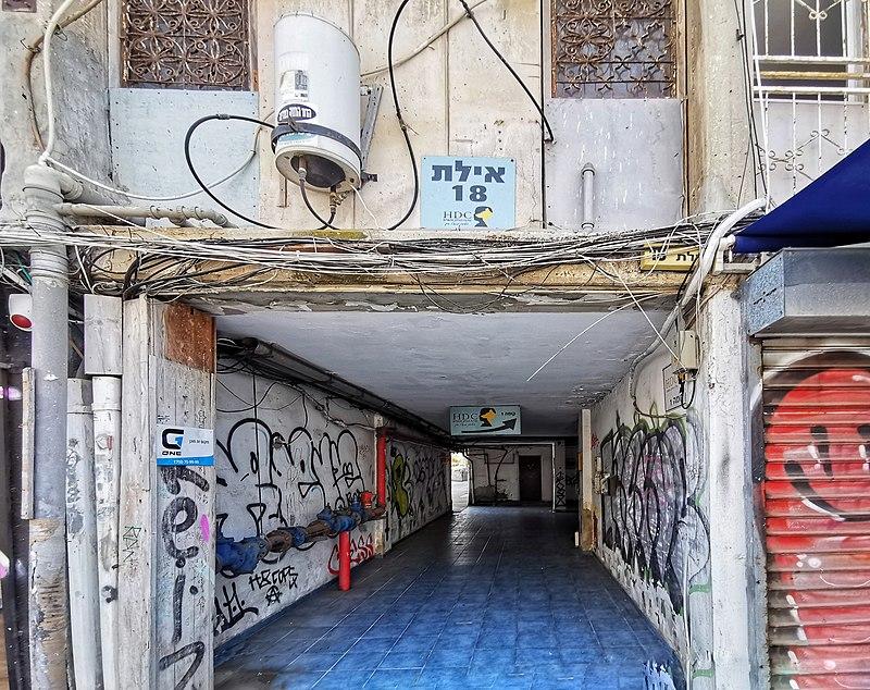 מבנה ישן ברחוב אילת בתל אביב