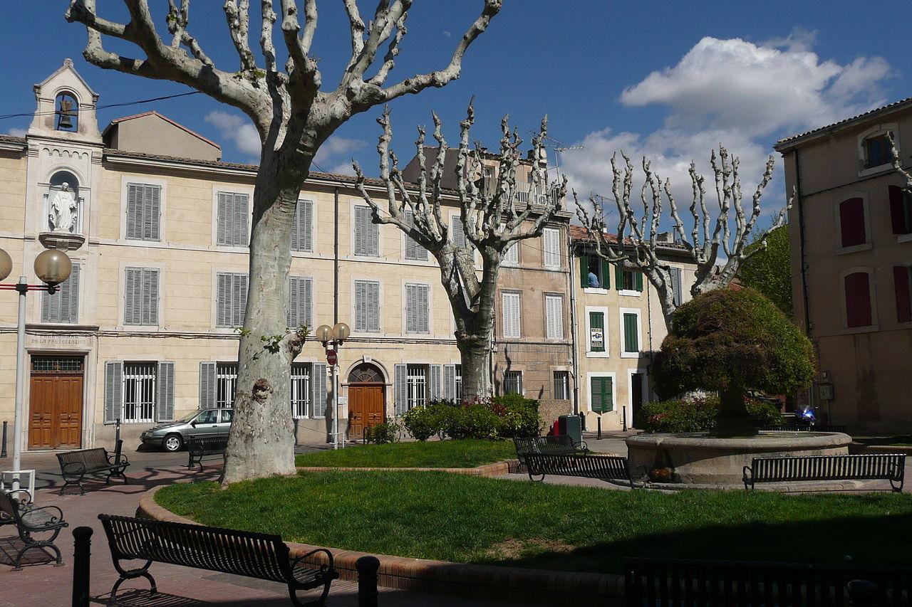 File place salon de provence jpg wikimedia commons - Darty salon de provence ...