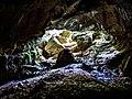 Porche de la grotte, vu du fond de la première salle.jpg