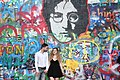 Praha-turisté-u-Lennonovy-zdi2019i.jpg