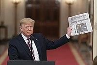El presidente Trump pronuncia comentarios (49498772251) .jpg