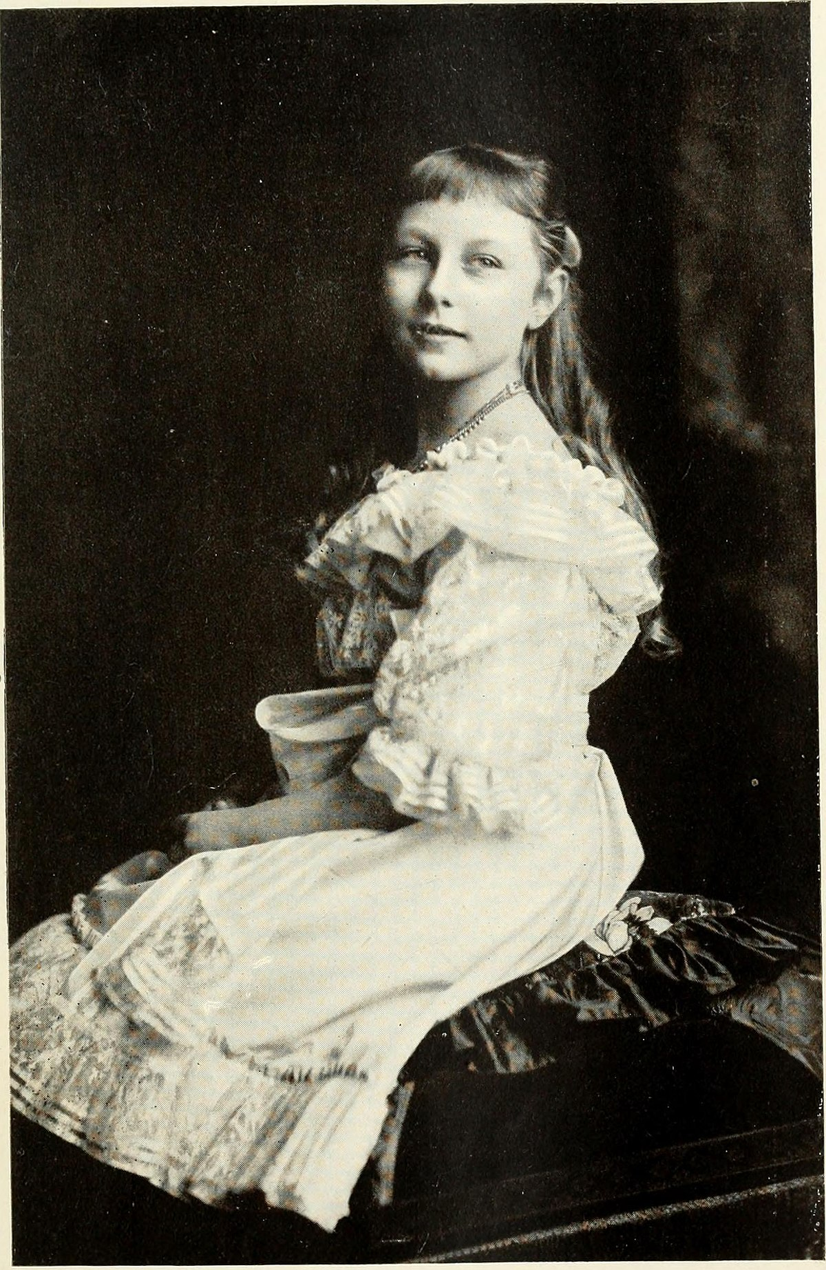 File Princess Viktoria Luise Of Prussia At The Age Of Nine