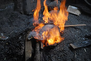 bc7001187aaa Metalurgia tradicional en México - Wikipedia