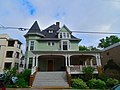 Queen Anne Victorian Style House - panoramio.jpg