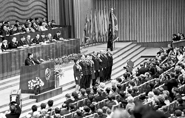 А. П. Маресьев выступает на Пленуме ЦК ВЛКСМ, посвящённом 50-летию Ленинского комсомола. Москва, Кремль, 1968 год.