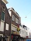 foto van Hoekhuis met hoger opgetrokken voorste stuk onder schilddak