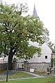 Rattersdorf-Liebing-Wallfahrtskirche Eingang mit Umgrenzungsmauer.jpg