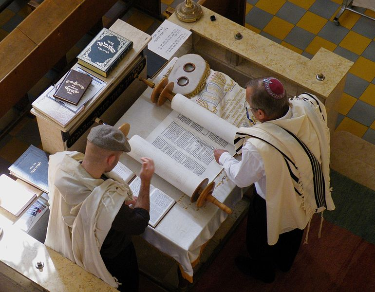 Photo of Jews chanting (layning) the Torah on a Monday or Thursday (no photos on Shabbos)