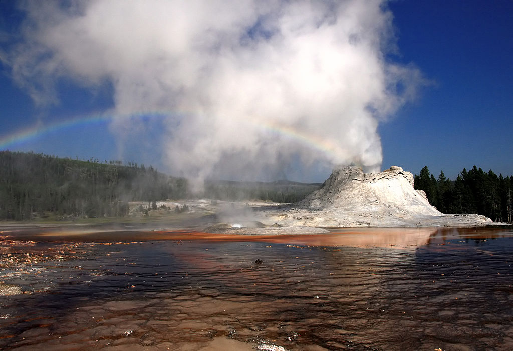 yellowstone volcano Yellowstone national park sits squarely over a giant, active volcano.