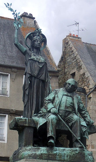 Tréguier - Statue of Ernest Renan in the town square