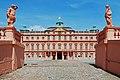 Residenzschloss Rastatt Eingang zum Ehrenhof.jpg