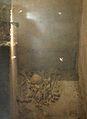Restes humanes a una tomba de la cripta arqueològica de sant Vicent màrtir, València.JPG