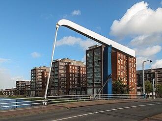 Rijnsburg - Image: Rijnsburg, ophaalbrug met moderne panden foto 2 2009 10 25 13.49