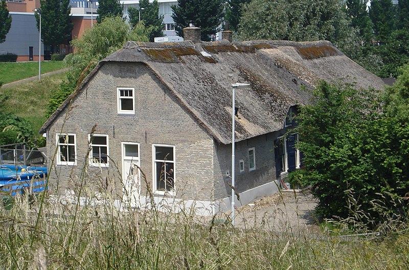 Boerderij met dwars woonhuis waarin rechts een opkamer for Woonhuis rotterdam
