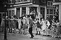Rudi Carrell Show, Rudi zingt zijn liedje over DWS-supporters, Bestanddeelnr 917-5335.jpg