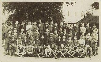 Rudolf Vrba - Vrba at school (front row, fourth left), Bratislava, Czechoslovakia, 1935–1936