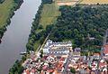 Rumpenheimer Schloss und Mainfähre in Offenbach-Rumpenheim.JPG