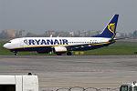 Ryanair, EI-ESY, Boeing 737-8AS (26515832591).jpg