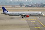 SAS, OY-KBK, Airbus A321-232 (24779584805).jpg