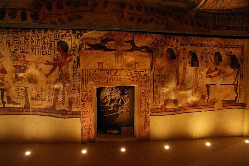 File:Salle égyptienne du Musée de Tessé au Mans.JPG