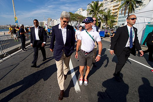 Secretary Kerry Chats With U.S. Olympic Men's Road Cycling Coach Michael Sayers (28803988415).jpg