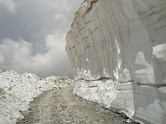 Saach Pass - Image: Snow wall on the way to saach pass