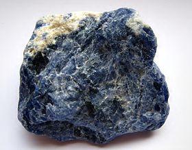 Identification de pierres 280px-Sodalith_-_Rohstein