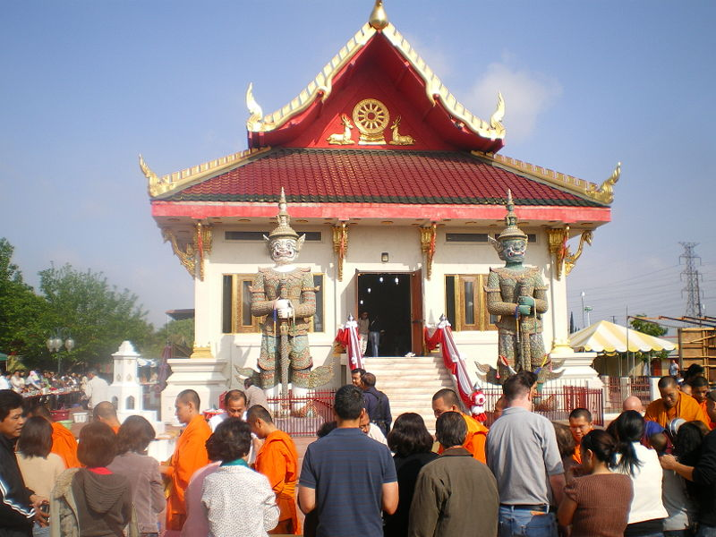 File:Songkran at Wat Thai in Los Angeles, April 2008.JPG