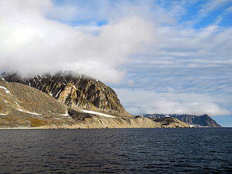 Fairhaven (Svalbard) - Sørgattet, the southwestern entrance to Fairhaven. The land is Reuschhalvøya, a peninsula of Albert I Land.