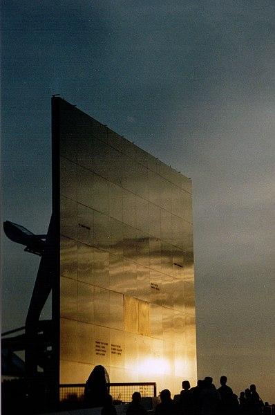 File:Space Mirror Memorial 2003.jpg