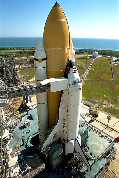 http://upload.wikimedia.org/wikipedia/commons/thumb/f/ff/Space_Shuttle_na_torre.jpg/400px-Space_Shuttle_na_torre.jpg