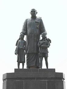 Statue of Kamarajar.jpg