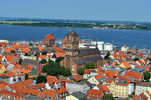 Stralsund, Blick von der Marienkirche (2013-07-07-), by Klugschnacker in Wikipedia (8)