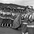 Surinaamse dame in Kotomisi temidden een groep in klederdracht uit Keulen, Bestanddeelnr 254-4442.jpg