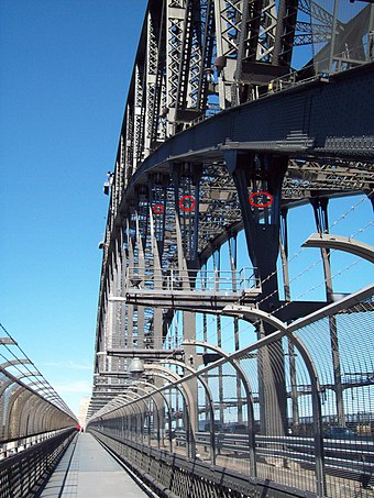 Bridge arch after strengthening, with some new steel outlined in red SydneyHarbourBridgeHangers.jpg
