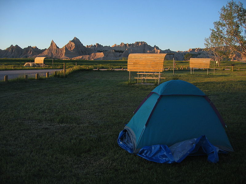 קובץ:Tenting Badlands South Dakota.jpg