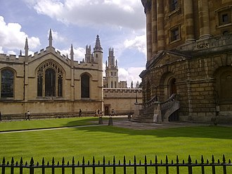 Radcliffe Square - Image: The mid eastern side of radcliffe square