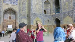 Податотека:Tour guide recite Adhan in the Shah mosque in Isfahan, Iran.webm