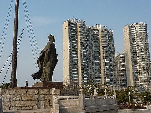 Treasure Boat Shipyard - Zheng He statue - P1080026