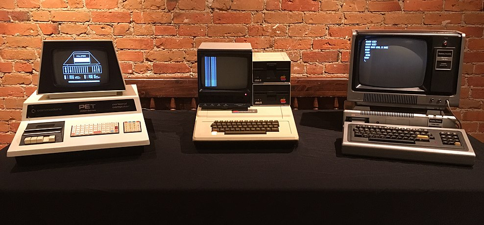 "The TRS-80 Model I pictured alongside the Apple II and the Commodore PET 2001-8. These three computers constitute what Byte Magazine called the ""1977 Trinity"" of home computing. Trinity77.jpg"