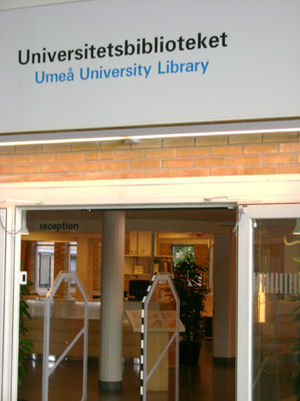 Umeå University Library - Umeå University Library entrance from Lindellhallen