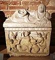 Urna in marmo con scilla che cattura due marinai, da sarteano, 300-190 ac ca.jpg