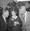 V.l.n.r. J.A. Aler, stewardess E.A. Viruly en haar vader oud-gezagvoerder A. Vir, Bestanddeelnr 911-6578.jpg