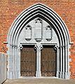 Veurne Kirchen Portal.jpg