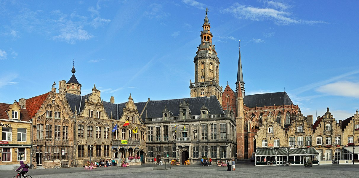 Veurne (Belgium): Market Place with in the middle the Landhuis and the belfry
