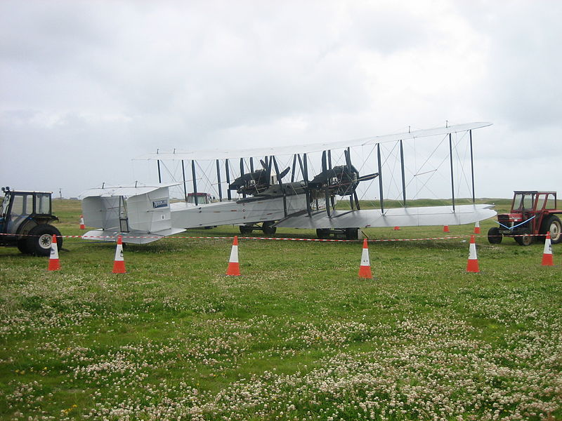 Adding to the Stable...Er Hangar - Page 3 800px-Vickers_Vimy_Replica