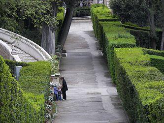 Villa d'Este garden 7.jpg